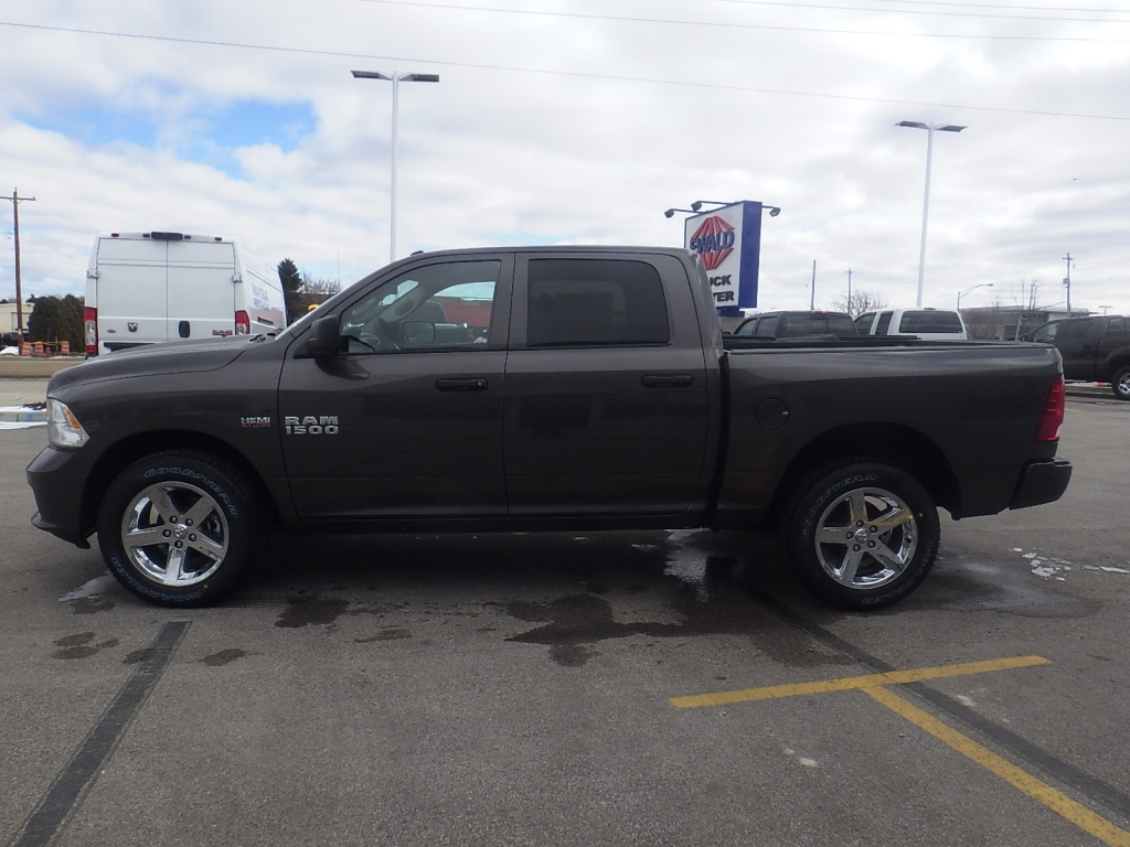 2018 Ram 1500 Crew Cab 4x4, Pickup #DJ225 - photo 7