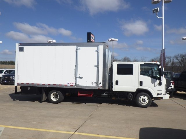 2016 LCF 3500 Crew Cab, Morgan Other/Specialty #16C1696 - photo 3