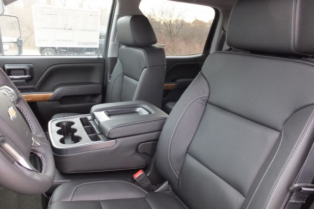 2018 Silverado 3500 Crew Cab, Pickup #18C297 - photo 18