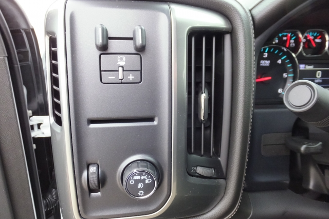 2018 Silverado 3500 Crew Cab, Pickup #18C297 - photo 24