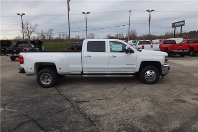 2018 Silverado 3500 Crew Cab, Pickup #18C297 - photo 3