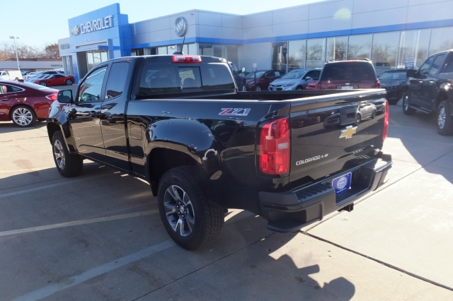 2018 Colorado Extended Cab 4x4 Pickup #18C308 - photo 2