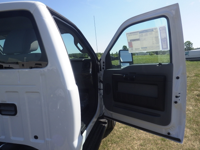 2016 F-550 Regular Cab DRW 4x4, Cab Chassis #HR16436 - photo 26
