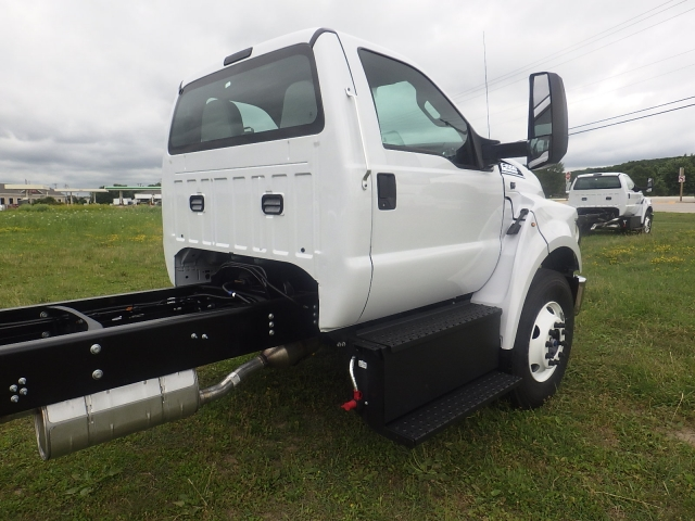 2017 F-650 Regular Cab DRW, Cab Chassis #HS18081 - photo 4