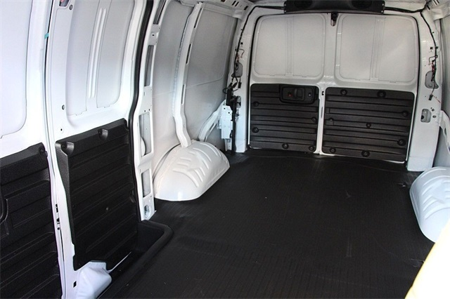 2018 Savana 2500 4x2,  Empty Cargo Van #181271 - photo 11