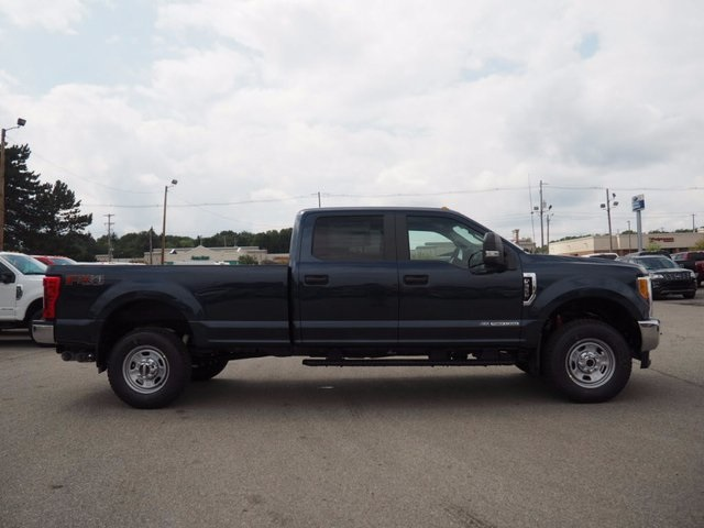 2017 F-350 Crew Cab 4x4, Pickup #17F908 - photo 4
