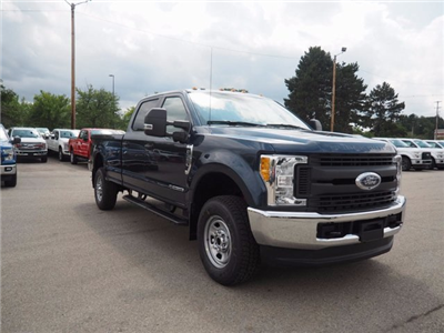 2017 F-350 Crew Cab 4x4, Pickup #17F908 - photo 3