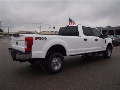 2017 F-350 Crew Cab 4x4, Pickup #17F976 - photo 4