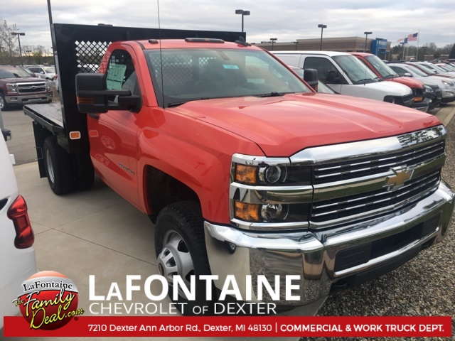2017 Silverado 3500 Regular Cab 4x4, Platform Body #17C1387 - photo 3