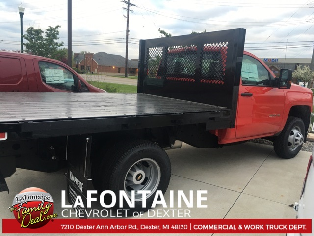 2017 Silverado 3500 Regular Cab 4x4, Platform Body #17C1387 - photo 4