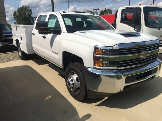 2017 Silverado 3500 Crew Cab, Service Body #17C2138 - photo 3