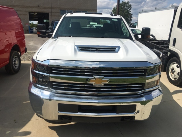 2017 Silverado 3500 Crew Cab, Service Body #17C2138 - photo 4