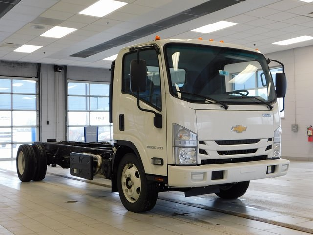 2017 Low Cab Forward Regular Cab, Cab Chassis #17C859 - photo 3