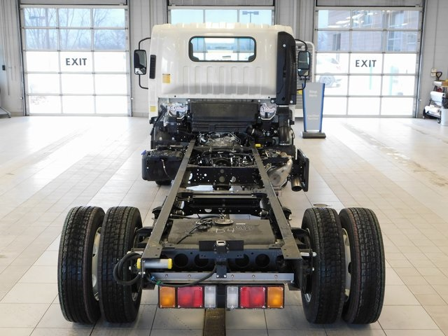 2017 Low Cab Forward Regular Cab, Cab Chassis #17C859 - photo 2