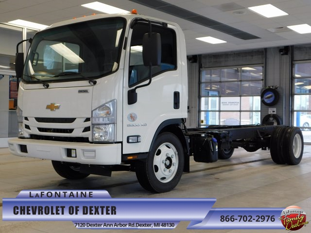 2017 Low Cab Forward Regular Cab, Cab Chassis #17C860 - photo 5