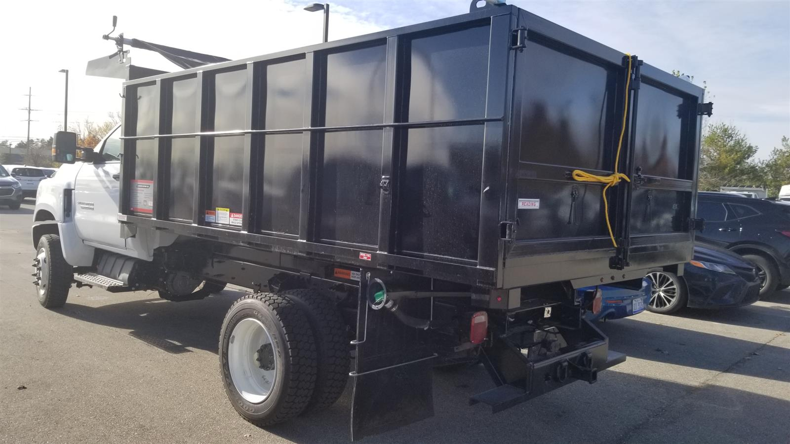 2020 Silverado Medium Duty Regular Cab DRW 4x4,  Reading Landscaper SL Landscape Dump #20C2338 - photo 4