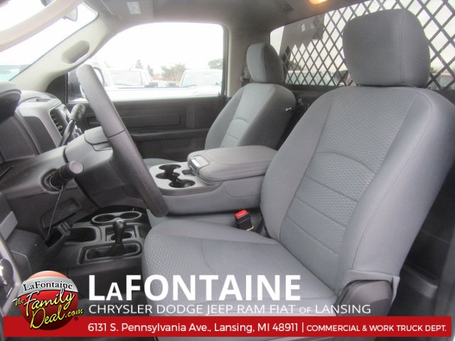 2017 Ram 5500 Regular Cab DRW 4x4, Knapheide Platform Body #17L2573 - photo 9