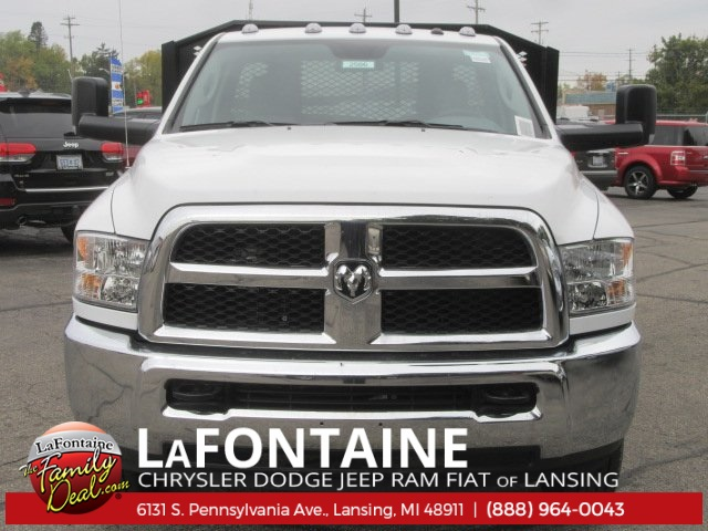 2017 Ram 3500 Regular Cab DRW Platform Body #17L2586 - photo 5