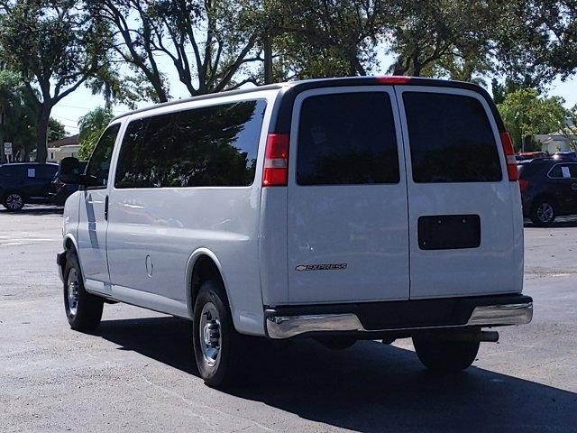 2018 Chevrolet Express 3500 4x2, Passenger Wagon #J1334663 - photo 2