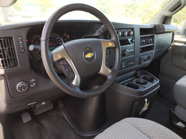2019 Chevrolet Express 3500 4x2, Rockport Cutaway Van #K1267940 - photo 2