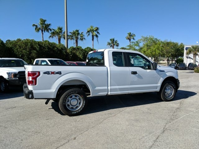 2018 F-150 Super Cab 4x4, Pickup #18F460 - photo 2