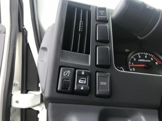 2018 NPR-HD Crew Cab 4x2,  Cab Chassis #JS807585 - photo 24