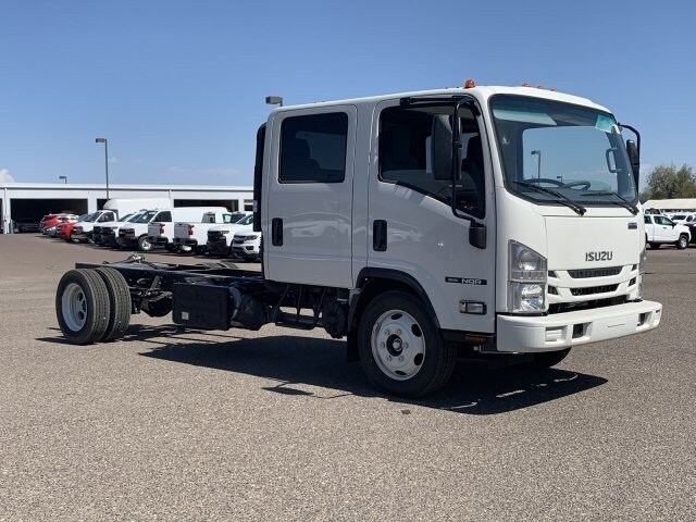 2019 NQR Crew Cab 4x2, Cab Chassis #K7901932 - photo 3