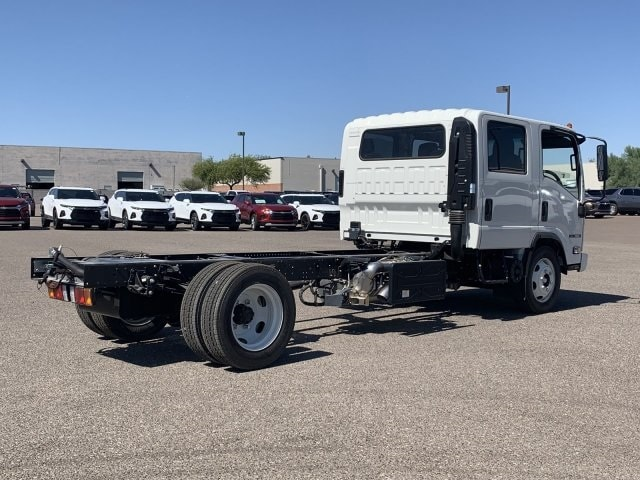 2019 NQR Crew Cab 4x2, Cab Chassis #K7901932 - photo 4