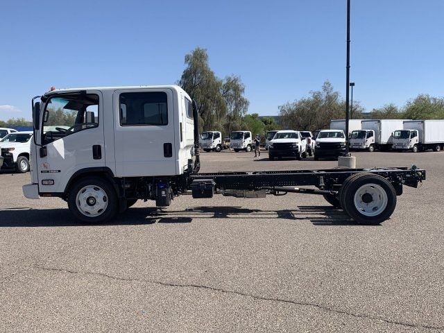 2019 NQR Crew Cab 4x2, Cab Chassis #K7901932 - photo 5