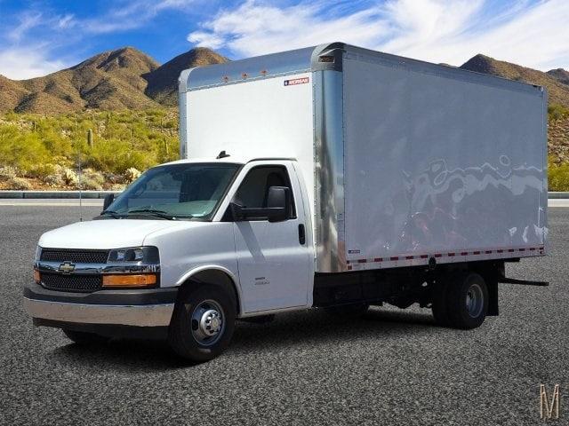 2019 Express 4500 4x2,  Morgan Parcel Aluminum Cutaway Van #KN007209 - photo 1