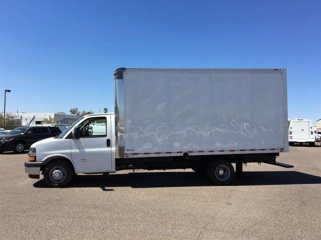 2019 Express 4500 4x2,  Morgan Parcel Aluminum Cutaway Van #KN007209 - photo 5