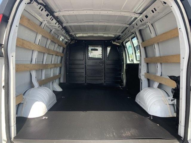 2018 Savana 2500 4x2,  Empty Cargo Van #P19519 - photo 1