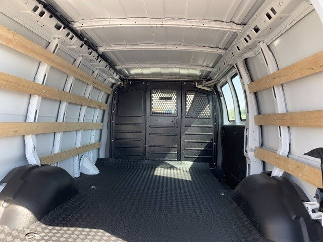 2019 GMC Savana 2500 RWD, Empty Cargo Van #P20325 - photo 2