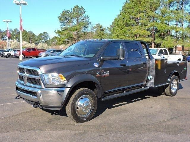 2017 Ram 5500 Crew Cab DRW 4x4, Hauler Body #670178 - photo 4