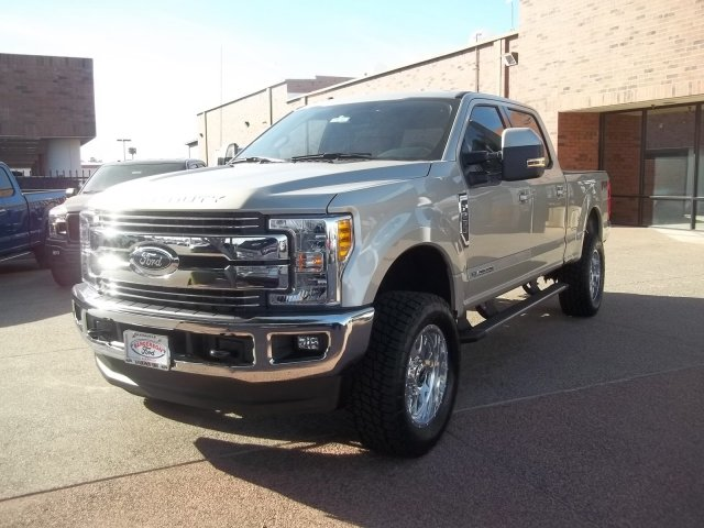 2017 F-250 Crew Cab 4x4, Pickup #176267 - photo 3