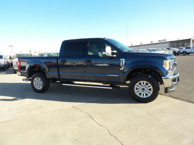 2017 F-250 Crew Cab 4x4, Pickup #176423 - photo 4
