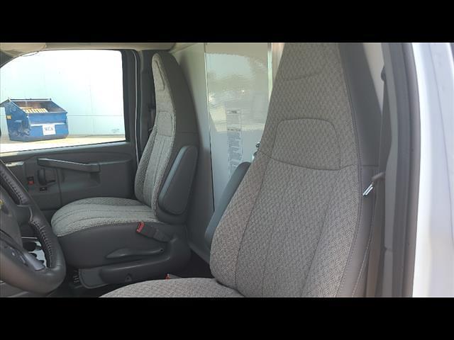 2021 Chevrolet Express 3500 4x2, Morgan Cutaway Van #C19435 - photo 8
