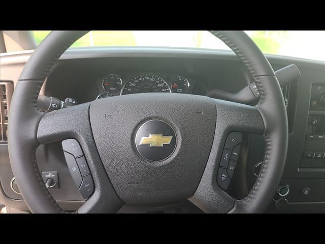 2021 Chevrolet Express 3500 4x2, Morgan Cutaway Van #C19435 - photo 9