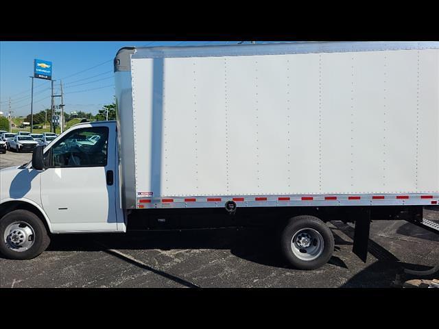 2021 Chevrolet Express 3500 4x2, Morgan Cutaway Van #C19441 - photo 3