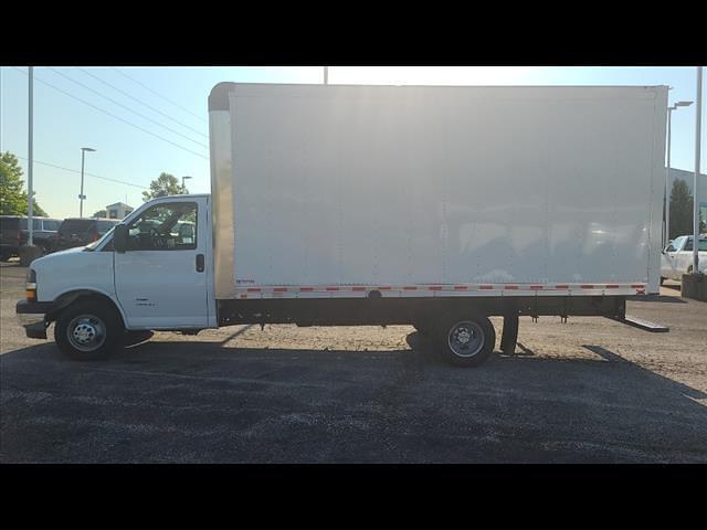 2021 Chevrolet Express 4500 DRW 4x2, Morgan Cutaway Van #C19472 - photo 2