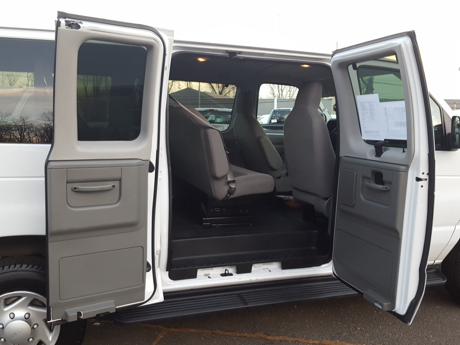 2014 E-350 Passenger Wagon #AT7318 - photo 14