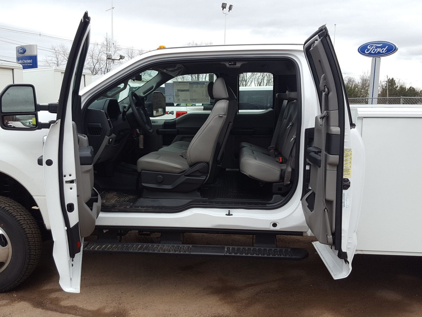 2018 F-350 Super Cab DRW 4x4,  Reading Service Body #R7508 - photo 8
