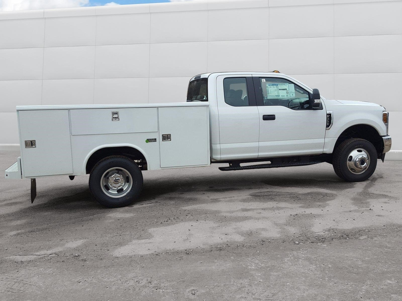 2018 F-350 Super Cab DRW 4x4,  Reading Service Body #R7508 - photo 18