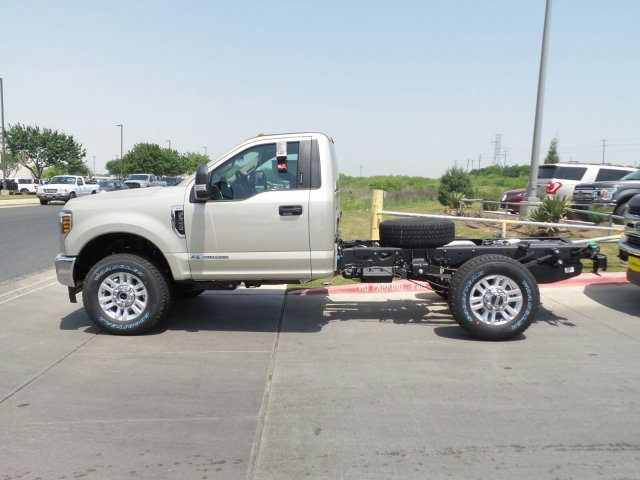 2018 F-350 Regular Cab 4x4, Cab Chassis #181571 - photo 4