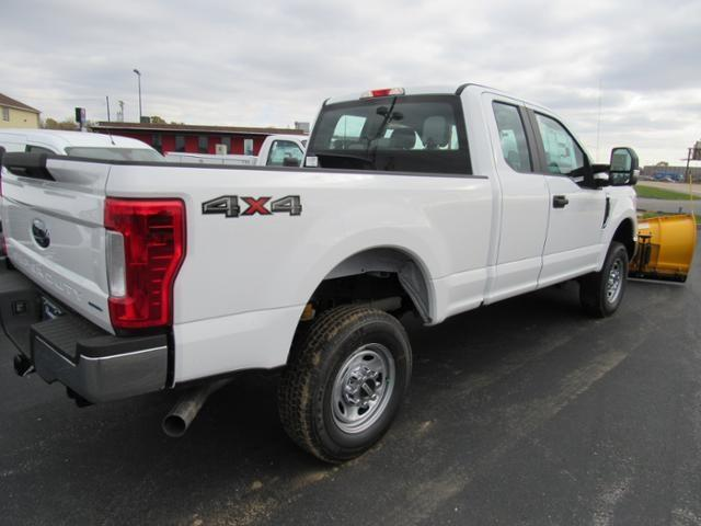 2017 F-250 Super Cab 4x4 Pickup #F170478 - photo 2