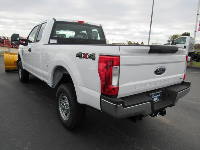 2017 F-250 Super Cab 4x4 Pickup #F170478 - photo 5