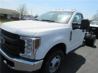 2018 F-350 Regular Cab DRW, Cab Chassis #F181148 - photo 4