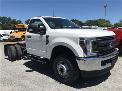 2018 F-350 Regular Cab DRW 4x4,  Cab Chassis #18632X - photo 4