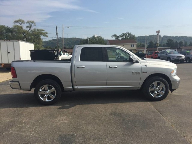 2017 Ram 1500 Crew Cab 4x4, Pickup #1195 - photo 8