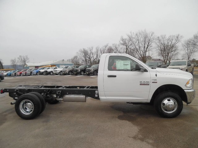 2018 Ram 3500 Regular Cab DRW, Cab Chassis #1876 - photo 3